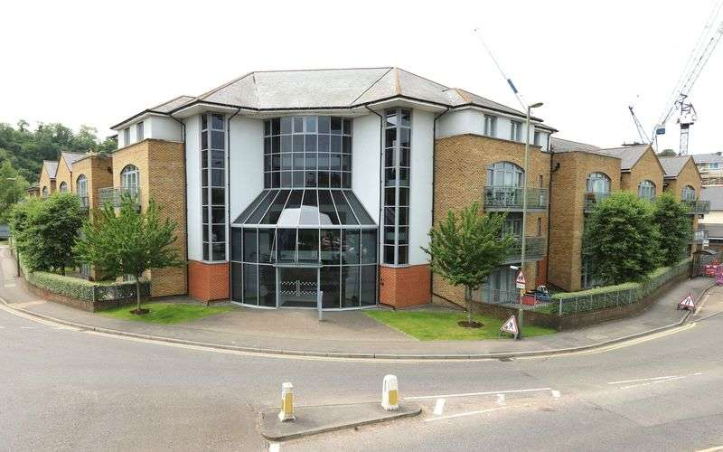 2 Bedrooms Flat for sale in Godalming TOWN CENTRE. No Ongoing Chain.