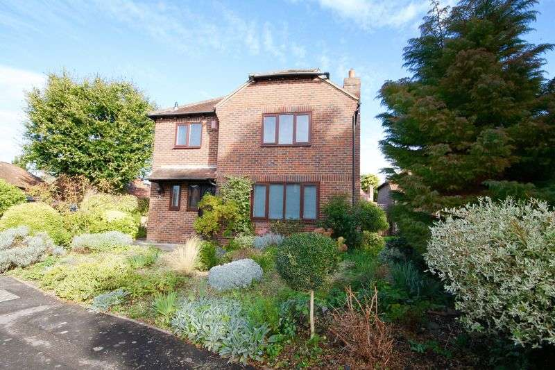 3 Bedrooms Detached House for sale in Brent Court, Emsworth