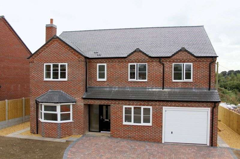 4 Bedrooms Detached House for sale in Newcastle Road, Market Drayton