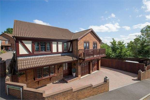 5 Bedrooms Detached House for sale in Off Humber Lane, Kingsteignton, Newton Abbot, Devon. TQ12 3HP