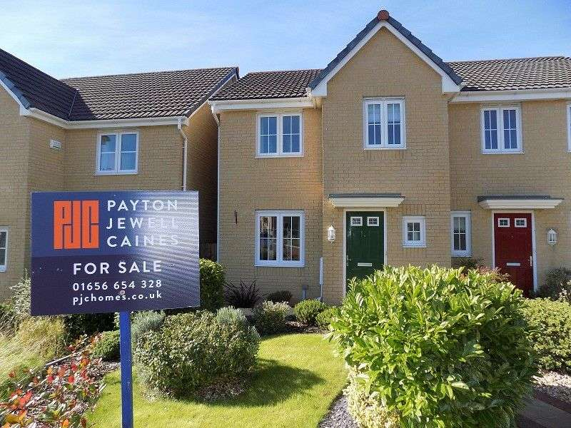 3 Bedrooms Semi Detached House for sale in Clos Tyn Y Coed , Sarn, Bridgend. CF32 9PQ