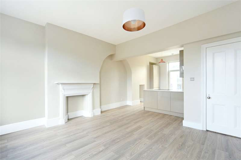 2 Bedrooms Flat for sale in Chivalry Road, London, SW11