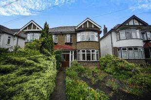 3 Bedrooms Semi Detached House for sale in Wickham Court Road, West Wickham, Kent