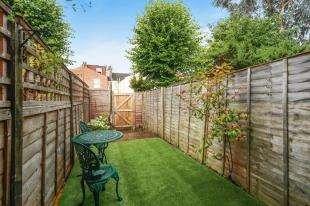 2 Bedrooms Maisonette Flat for sale in Kingston Road, London, Kingston Road, Wimbledon Chase