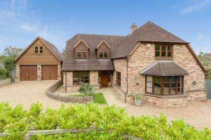 5 Bedrooms Detached House for sale in Main Road, Stonely, St. Neots, Cambridgeshire