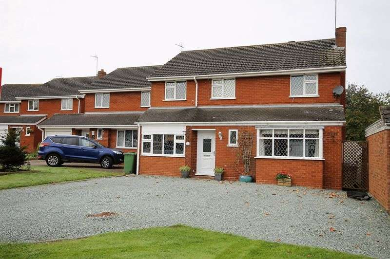 4 Bedrooms Detached House for sale in Blount Close, Penkridge