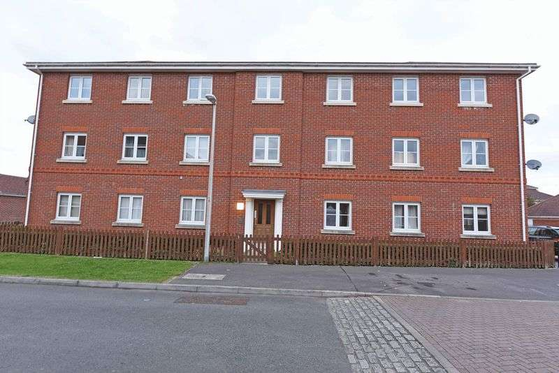 2 Bedrooms Flat for sale in Battalion Way, Thatcham