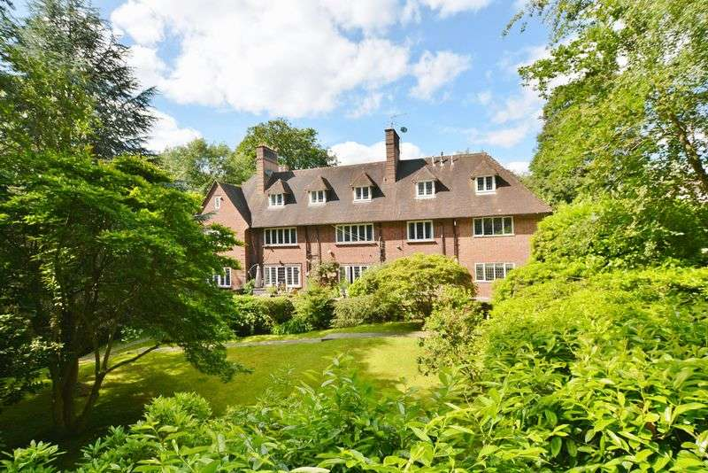 4 Bedrooms Flat for sale in Beaconsfield