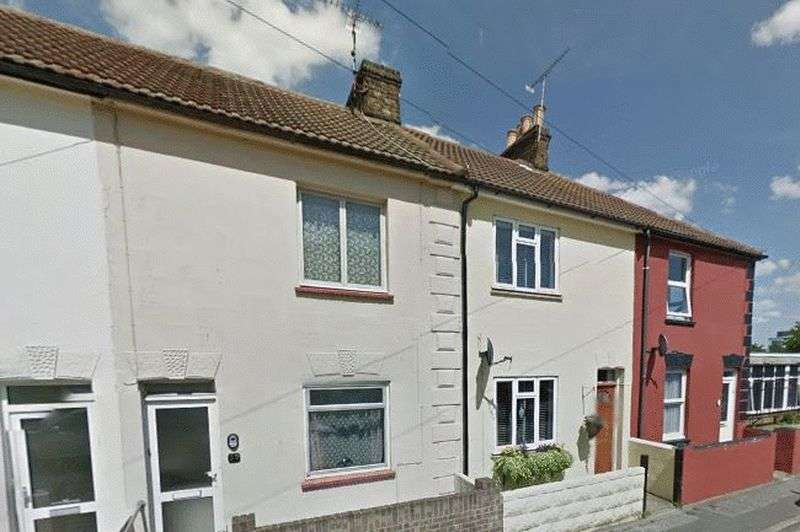 2 Bedrooms Terraced House for sale in Dawes Street, Gillingham