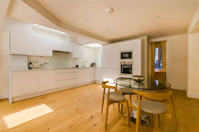 2 Bedrooms Ground Flat for sale in Comyn Road, London, SW11