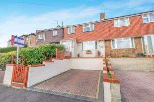 3 Bedrooms Terraced House for sale in Pickwick Crescent, Rochester, Kent