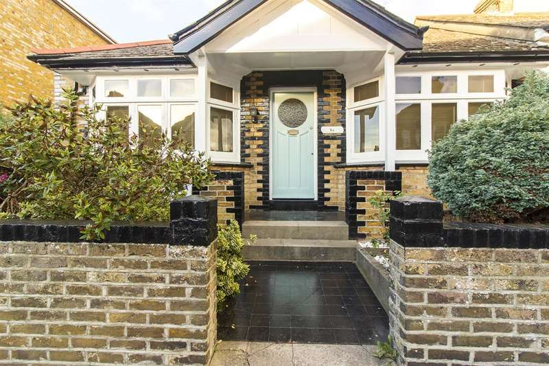 3 Bedrooms Semi Detached House for sale in Muir Road, Ramsgate