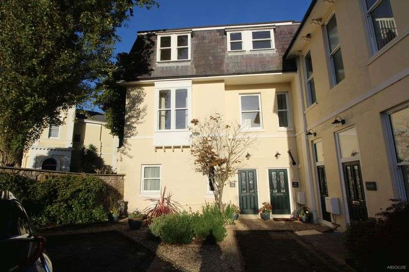 3 Bedrooms Detached House for sale in Kents Road,