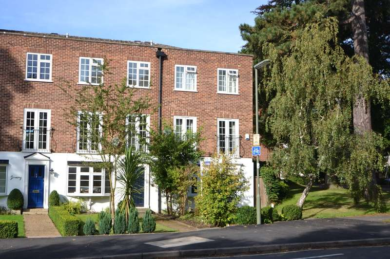 4 Bedrooms End Of Terrace House for sale in Woking