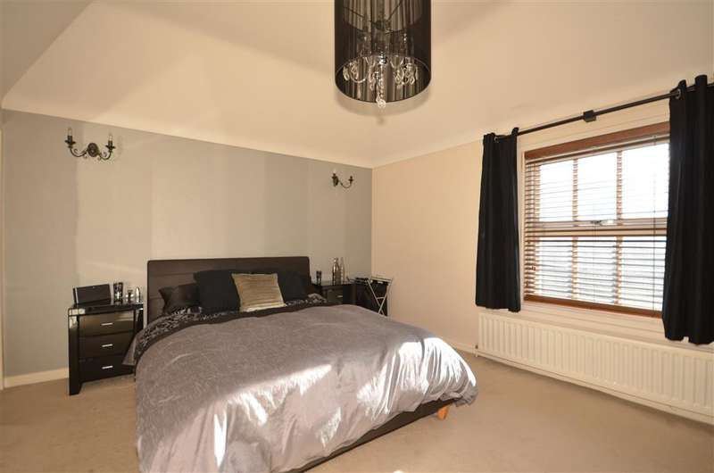 2 Bedrooms Semi Detached House for sale in Hemnall Street, Epping, Essex