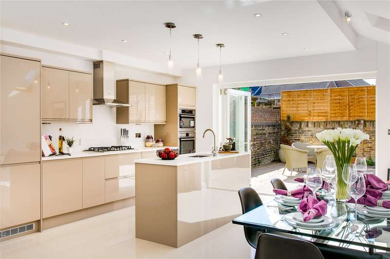 4 Bedrooms Terraced House for sale in Pennard Road, London, W12