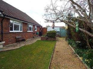 3 Bedrooms Bungalow for sale in Regents Way, West Meads, Bognor Regis, West Sussex