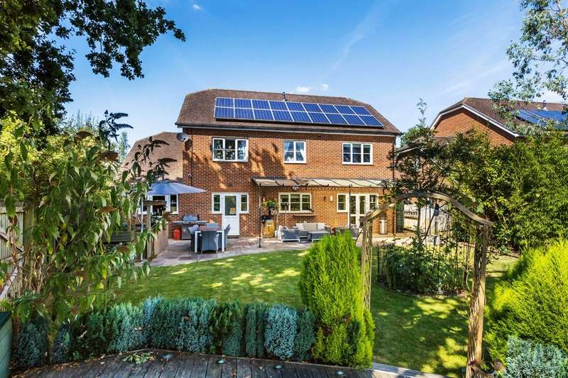 5 Bedrooms Detached House for sale in The Hollies, Oxted, Surrey.