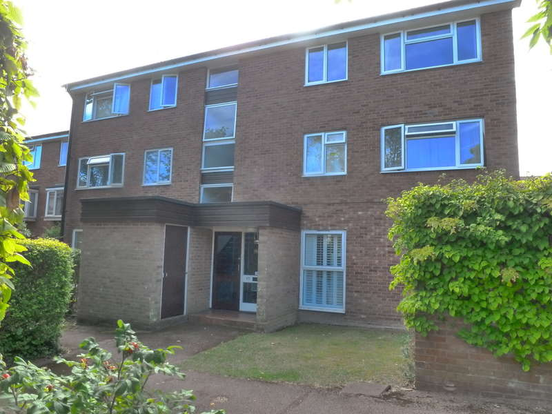 2 Bedrooms Flat for sale in Inglewood, Pixton Way, Forestdale, CR0 9LP