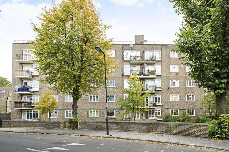 3 Bedrooms Flat for sale in Mortimer Crescent, Kilburn, NW6