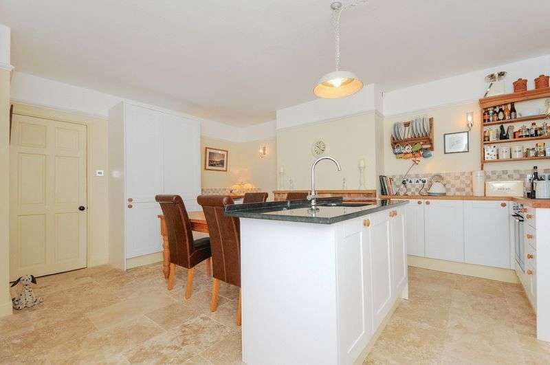 2 Bedrooms Terraced House for sale in Maiden Newton, Dorchester, DT2