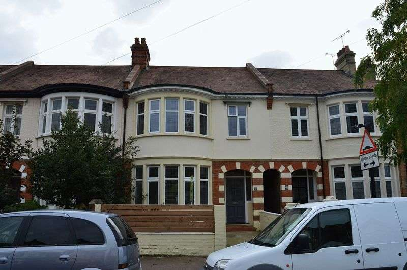 4 Bedrooms Terraced House for sale in Boscombe Road, Southend-On-Sea