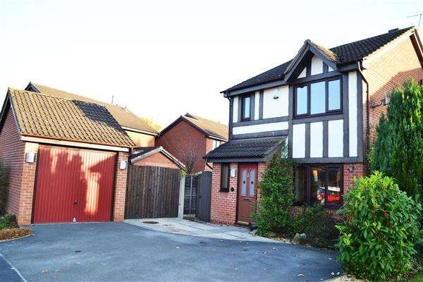 3 Bedrooms Detached House for sale in Broadwell Drive, Leigh