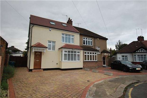 4 Bedrooms Semi Detached House for sale in Strathmore Gardens, EDGWARE, Middlesex, HA8 5HJ