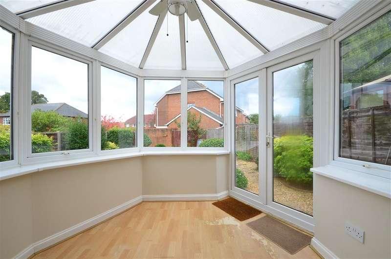 3 Bedrooms Semi Detached House for sale in Cranham Avenue, Billingshurst, West Sussex