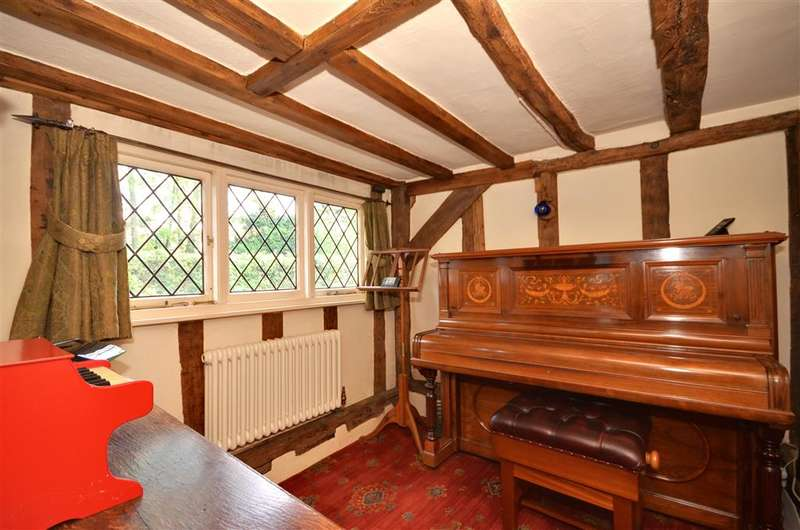 2 Bedrooms Detached House for sale in Coopersale Street, Epping, Essex