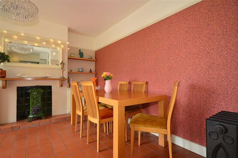 4 Bedrooms Semi Detached House for sale in Forest Drive, Theydon Bois, Epping, Essex