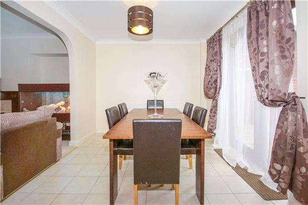 4 Bedrooms Semi Detached House for sale in Lansdown Road, Kingswood, BRISTOL, BS15 1XA