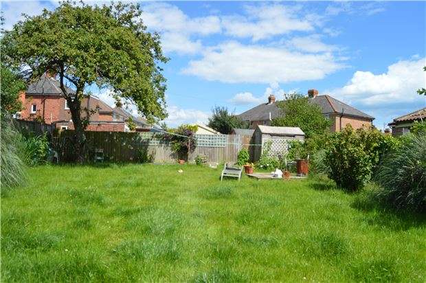 2 Bedrooms Detached Bungalow for sale in Battle Road, St Leonards on Sea, East Sussex, TN37
