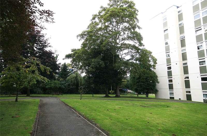 2 Bedrooms Apartment Flat for sale in Manor Court, Weybridge, Surrey, KT13
