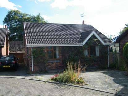 2 Bedrooms Bungalow for sale in Wellfield Close, Pickmere, Knutsford, Cheshire