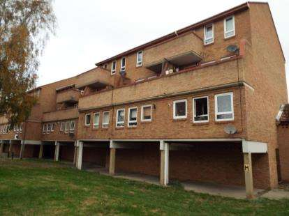3 Bedrooms Flat for sale in South Ockendon, Essex