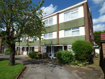 2 Bedrooms Maisonette Flat for sale in 114-124 Salisbury Road, Leigh-On-Sea, Essex