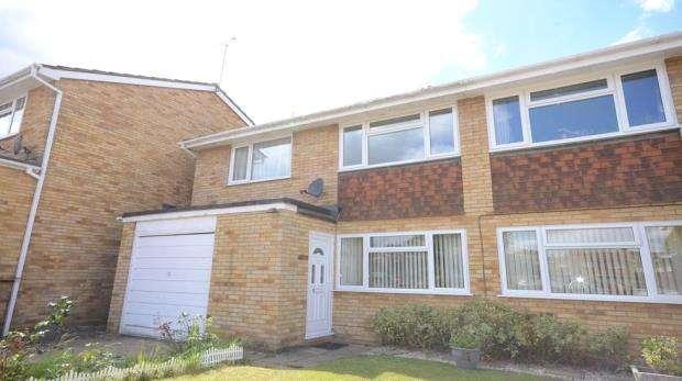 2 Bedrooms Maisonette Flat for sale in Newbery Close, Tilehurst, Reading