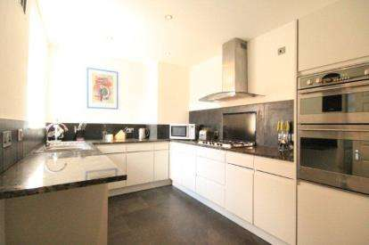 3 Bedrooms Flat for sale in Lenton Avenue, Nottingham, Nottinghamshire