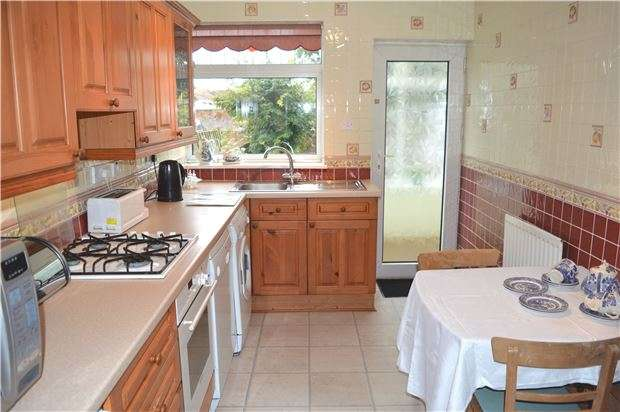 3 Bedrooms Bungalow for sale in Dovecote, Yate, BRISTOL, BS37 4PD