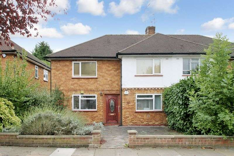 2 Bedrooms Flat for sale in Chamberlain Way, Pinner, Middlesex