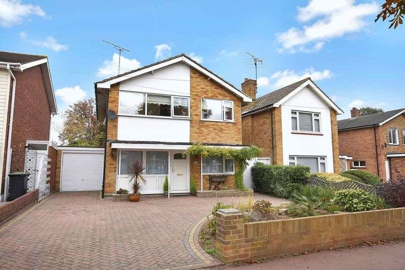3 Bedrooms Detached House for sale in Woodgrange Drive, Southend-On-Sea