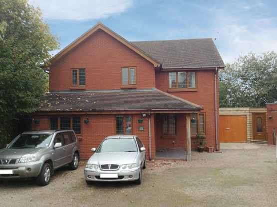4 Bedrooms Detached House for sale in Ford Street, Leominster, Herefordshire, HR6 9UW