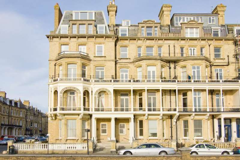 3 Bedrooms Flat for sale in Kings Gardens, Hove, BN3