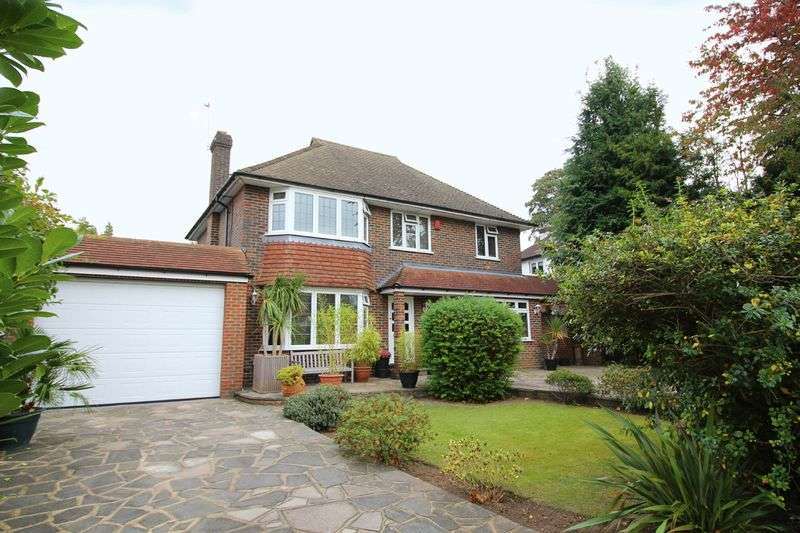 4 Bedrooms Detached House for sale in The Ridge Way, Sanderstead, Surrey