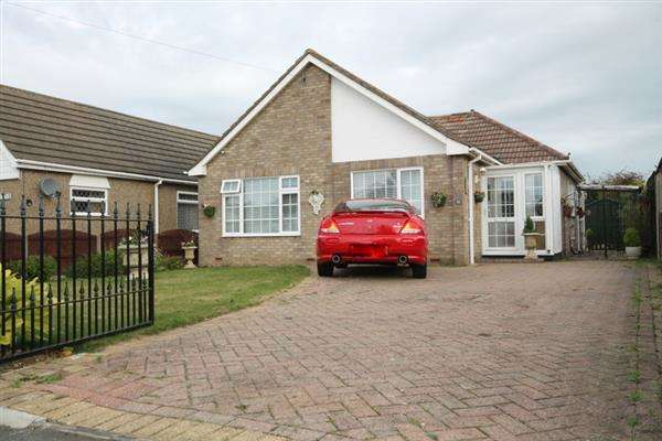 2 Bedrooms Bungalow for sale in Stratford Road, Holland on Sea