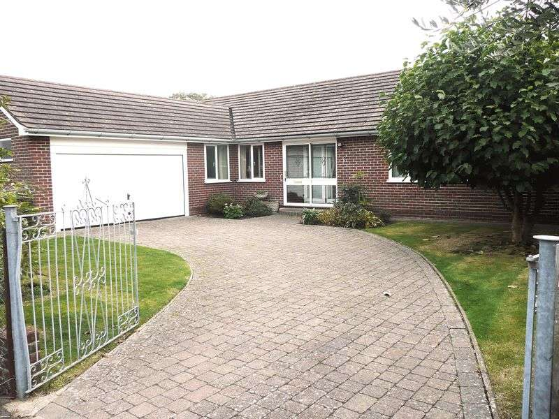 3 Bedrooms Detached Bungalow for sale in Simmons Green, Hayling Island - UNDER OFFER