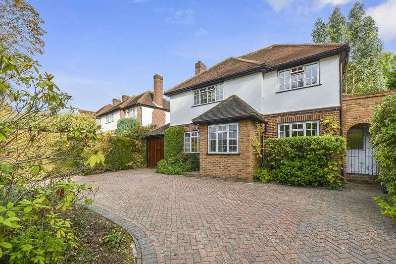 4 Bedrooms Detached House for sale in Green Curve, Nork, Banstead