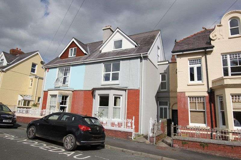 4 Bedrooms Semi Detached House for sale in ST DAVID'S AVENUE, CAMARTHEN