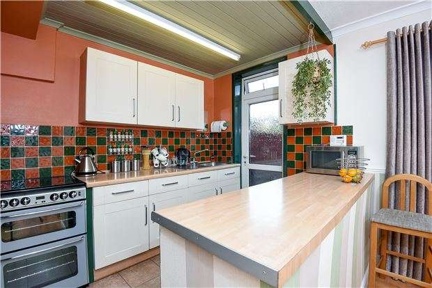 3 Bedrooms Terraced House for sale in Grove Road, Mitcham, Surrey, CR4